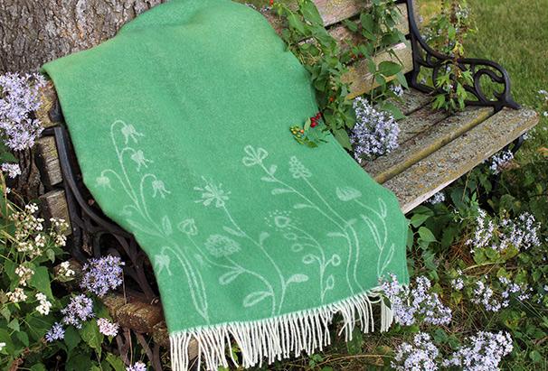 Scandinavian-Blankets-&-Pillows