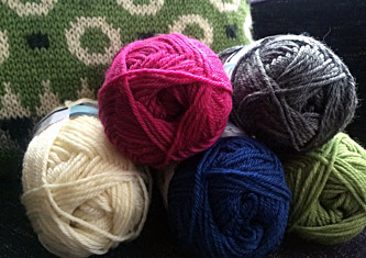 Falk-Yarn-&-Muckle-Pillow