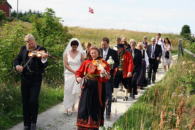 Culture > Weddings > Norwegian Wedding Traditions